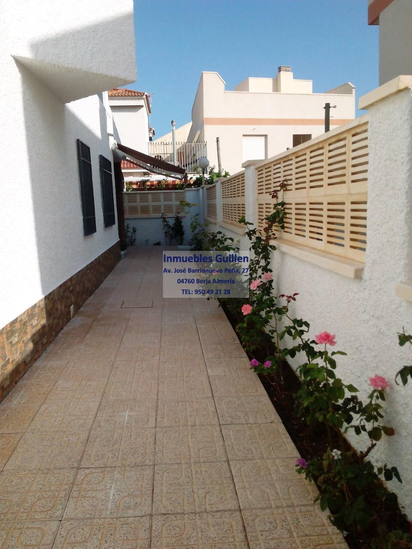 Inmuebles guillen venta y alquiler de pisos y casas en for Casa ciudad jardin almeria